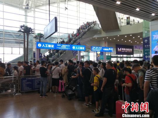 广深港高铁开通带动国庆假期两地探亲、旅游两旺