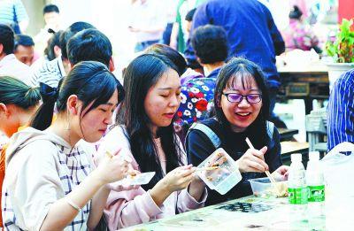 """地道""""汉味""""美食成武汉旅游热点"""