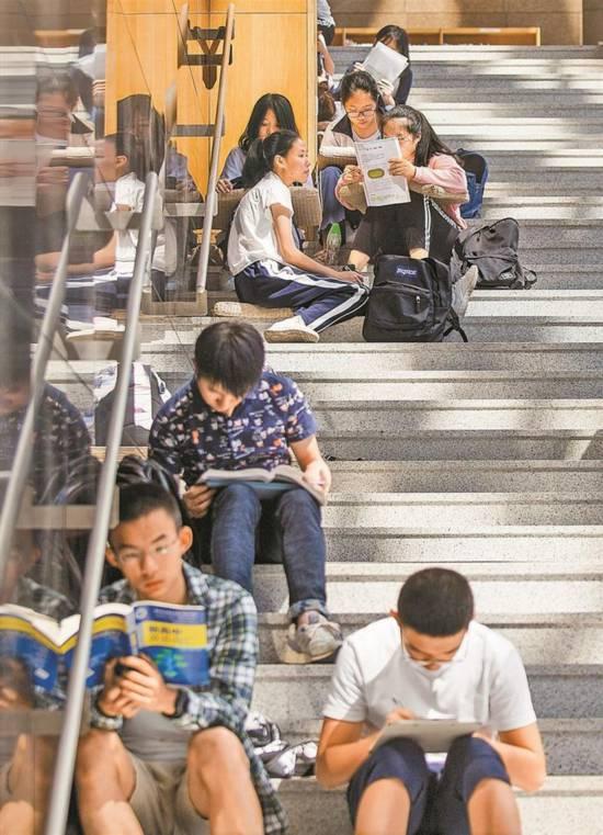 深圳:徜徉书海 收获满满