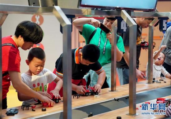 (社会)(1)上海:汽车博物馆里的亲子假期