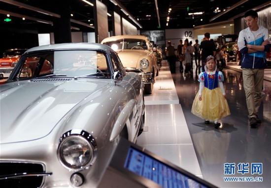 (社会)(2)上海:汽车博物馆里的亲子假期