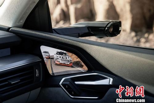 三星为奥迪首款纯电动汽车提供7英寸OLED显示