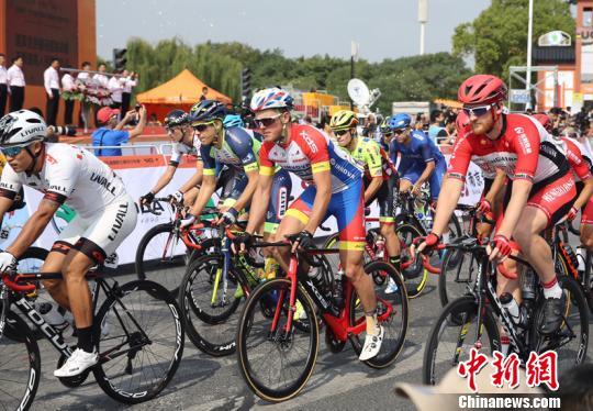 """第九届环太湖国际公路自行车赛在无锡鸣枪上演""""速度与激情"""""""