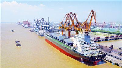 靖江港:从一片滩涂到长江北岸首个县级亿吨港