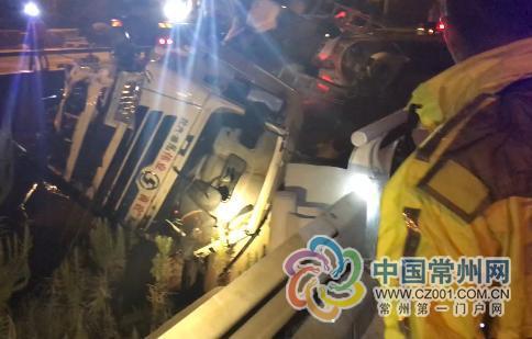 国庆长假车祸救援占常州消防总接警量近一半