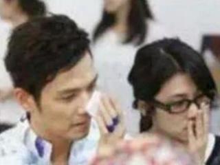 钟汉良隐婚多年,妻子露脸了,网友:怪不得看不上女明星