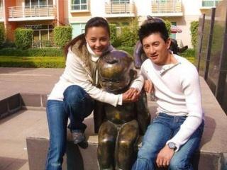 她年轻时美貌不输刘诗诗,与吴奇隆因戏相恋,今嫁给老外幸福美满