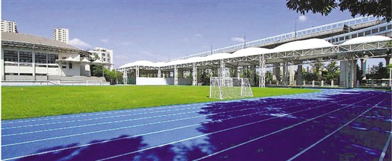 杭州市学校操场纷纷换上了蓝色标准跑道