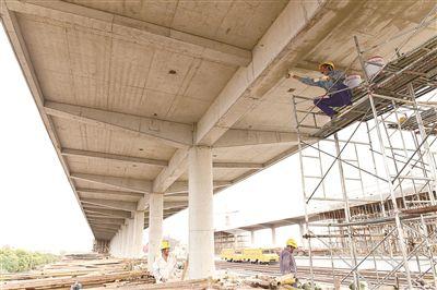 南通海门火车站两万余平方米站台雨棚完工
