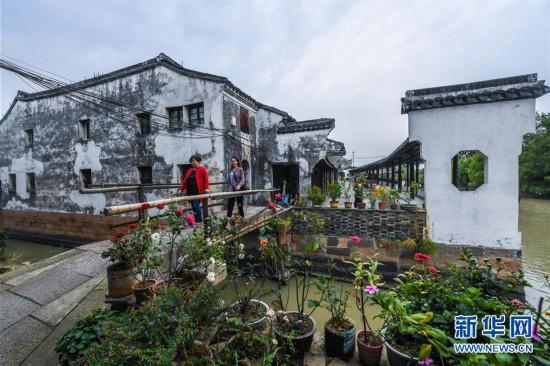 (社会)(1)提升改造古村落 建设美丽乡村