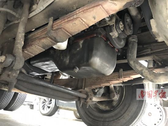 10公斤毒品藏在机油箱 因一颗螺丝钉露了馅(图)