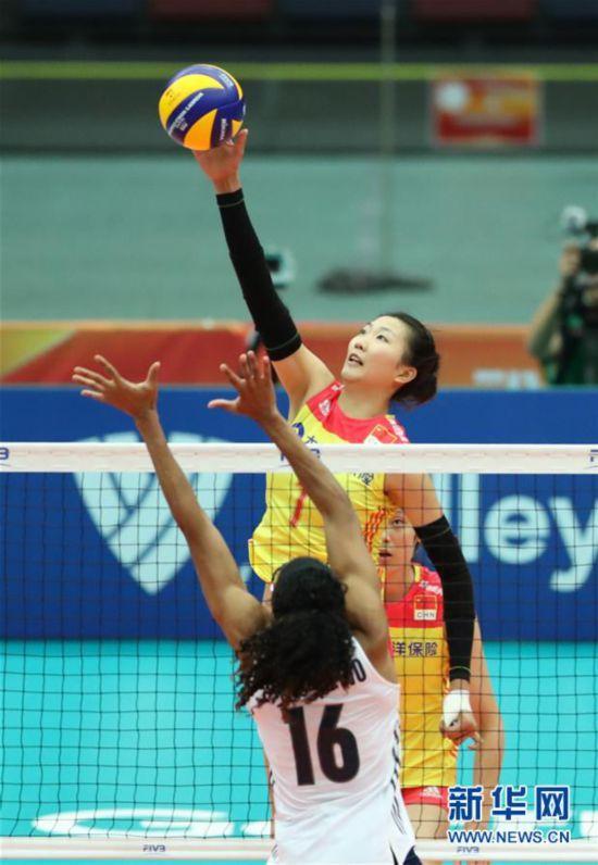 (体育)(4)排球――女排世锦赛:中国胜美国