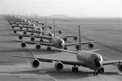 美军嘉手纳空军基地。
