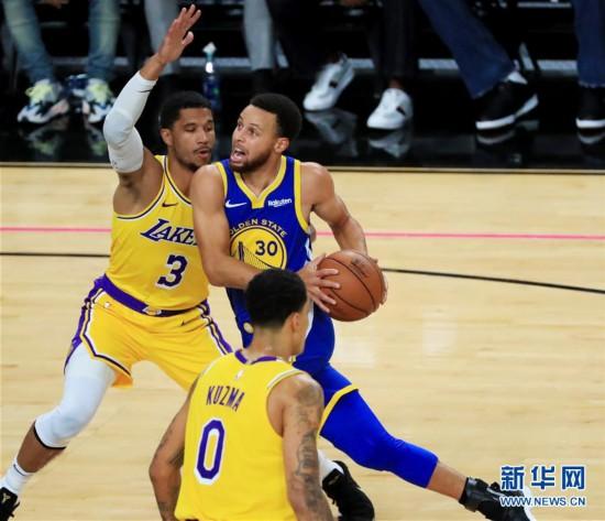 (体育)(12)篮球――NBA季前赛:湖人胜勇士