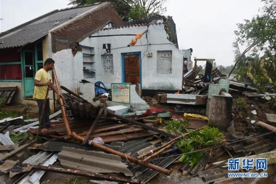 (国际)(1)强热带风暴蒂特利在印度东部海岸登陆