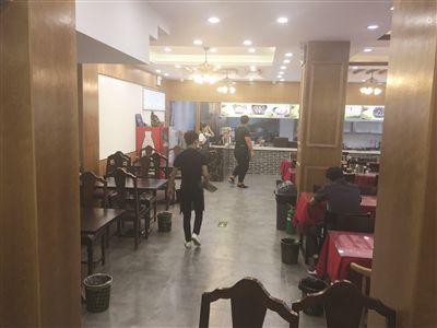 南京华静家园小区物管会把活动室租给小吃店 物管会主任称不知情