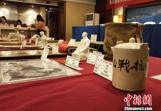 湖南民间收藏家集中向国有博物馆捐赠革命文物