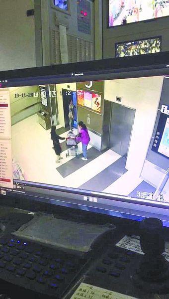 陌生女欲推3岁女童进电梯  宝妈听到哭喊声抢回孩子