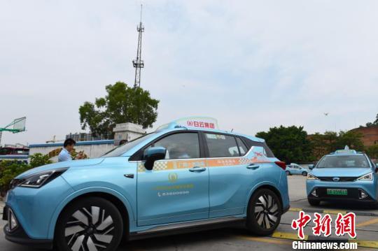 广州投入首批新能源纯电SUV出租车车内设有报警按钮