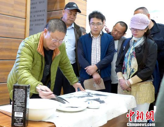 川西画家塔河源头创作推动内地与边疆文化艺术交流