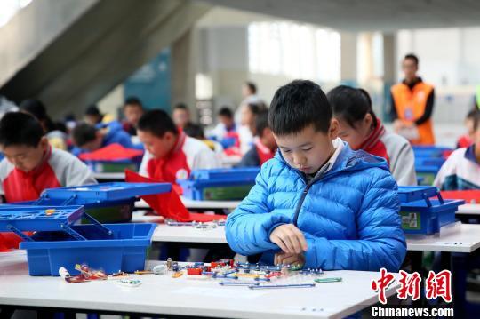 宁夏第三届青少年科学节开幕