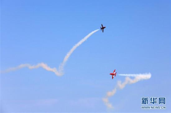涡轮喷气式航模飞机的空气动力特性和发出的呼啸声与真飞机类似,参加图片