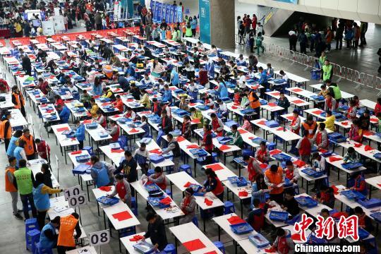 【就这样慢慢长大 作文】宁夏第三届青少年科学节开幕