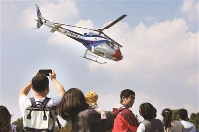 拉风!企业开直升机到南航校园招聘
