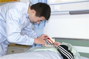 泰州养老护理员缺口超2.3万 工作5年最高奖1.5万