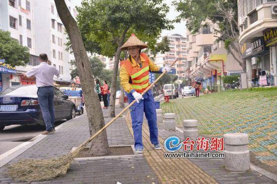 """福建省劳动模范蔡月英:14年,她扫出了""""10个鼓浪屿"""""""