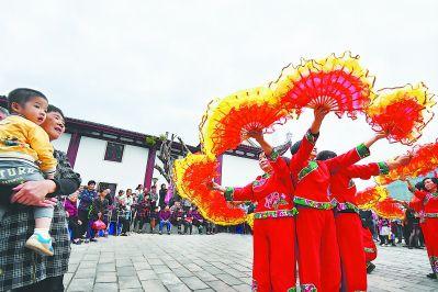 福州闽侯浦里村邀请老人看戏 迎接重阳节到来