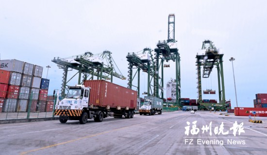 福州江阴港区进军国际深水大港