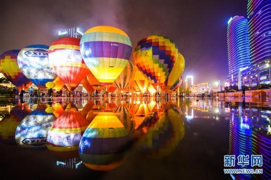 #(XHDW)(2)贵州兴义:多彩热气球点亮夜空