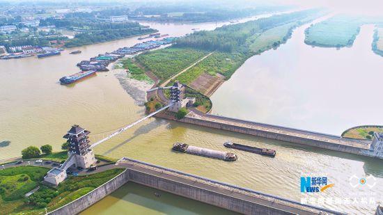 航拍淮安水上立交枢纽工程 河道纵横船只如梭