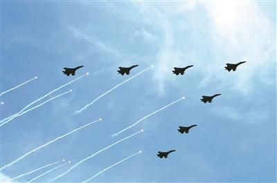 上图:大国之翼,长空列阵。