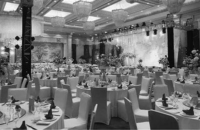 """扬州一""""老赖""""结婚被法官堵在婚宴现场 立马还钱"""