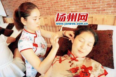 扬州民间采耳技艺正在申遗 掏耳朵也能开店采耳师月入上万