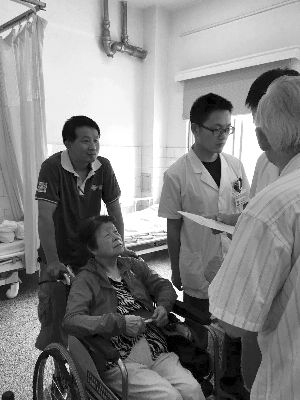 葡京娱乐网址启动老人就诊陪伴服务 提供一次免费陪诊
