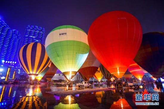 #(XHDW)(5)贵州兴义:多彩热气球点亮夜空
