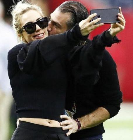 官宣!Lady Gaga宣布订婚 49岁男友是好莱坞著名经纪人