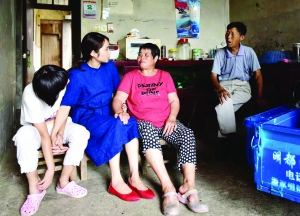 同事车祸去世 连云港女子照顾其双亲11年