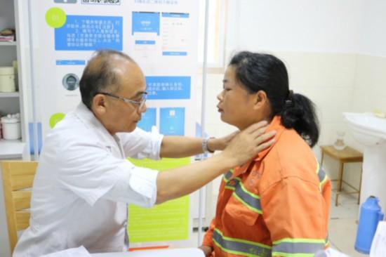 南京市六合区为环卫工人提供免费体检