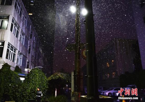 新疆乌鲁木齐主城区迎降雪