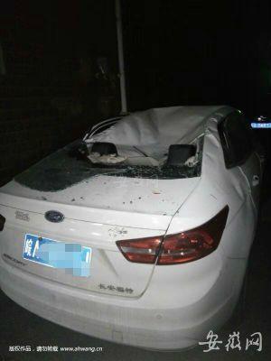 1 王女士的车被坏车顶。