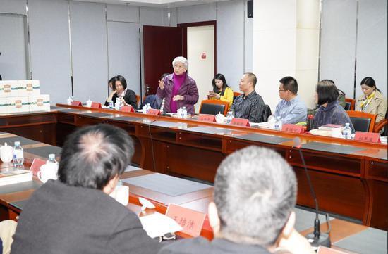 刘绍棠的遗孀曾彩美女士代表刘绍棠家属发言