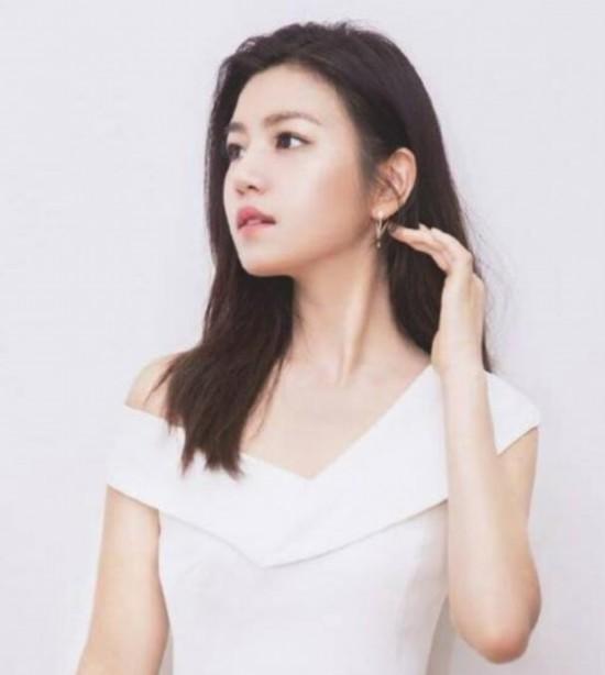 盘点娱乐圈拥有娃娃脸的女星 刘亦菲、张含韵、赵丽颖、林依晨、陈妍希上榜