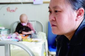 多次化疗仍然坚强 盐城肿瘤宝宝安慰妈妈别哭