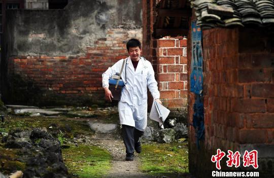 云南:逐步提高并取消贫困人口大病保