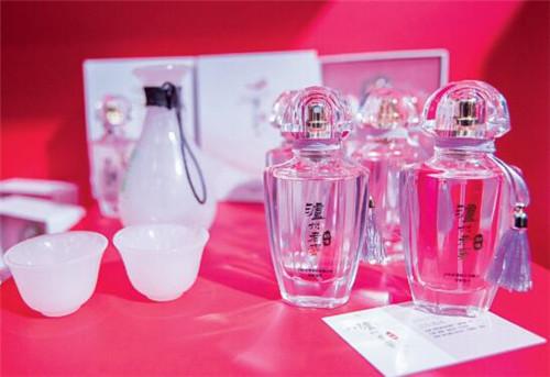 "p85-1""瀘州老窖""推出的同名香水"