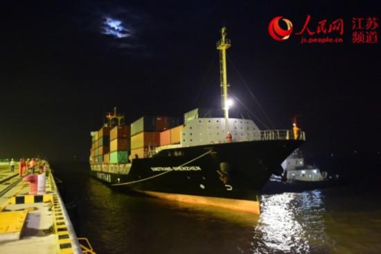 南通通海港区开港后停靠首艘外籍船舶